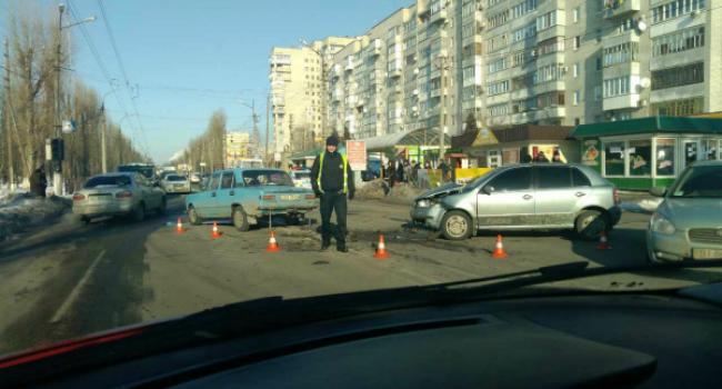 На Керченской столкнулись легковушки – есть пострадавшие