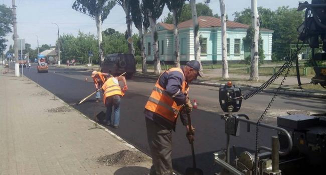 Крюковчане: «Дороги делаем по принципу, сначала ложим асфальт, потом убираем мусор»