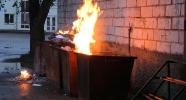 В Кременчуге огонь «очистил» от мусора два контейнера