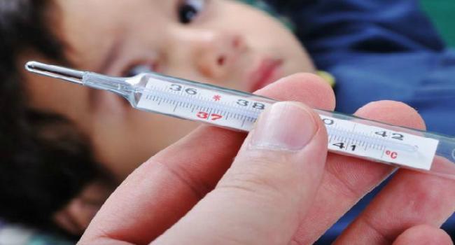 Педиатры в ужасе: среди школьников эпидемия ОРВИ, а власти отказались вводить карантин