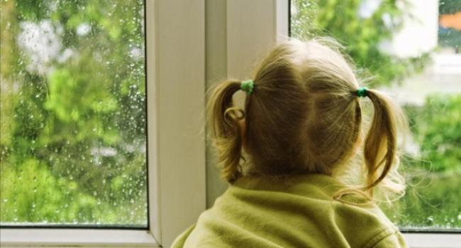 В Кременчуге из квартиры освободили трехлетнюю малышку