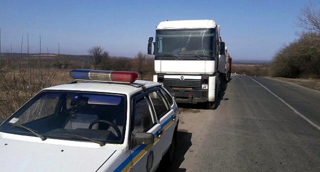 Жители Кременчугского района не дали разгрузиться еще двум машинам с мусором из Западной Украины