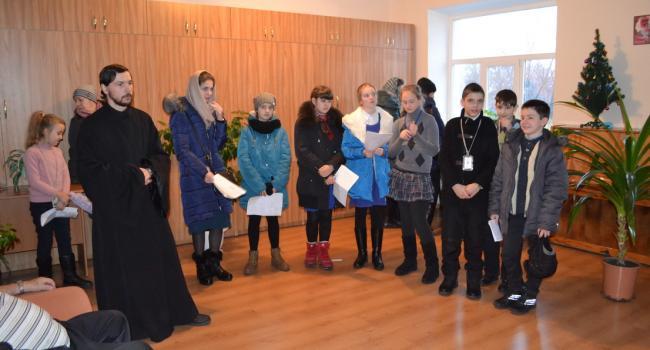 В Кременчуге воспитанники воскресной школы принесли праздник детям