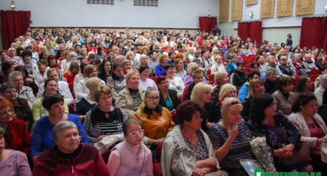 Кременчугские медсестры во время праздника пообещали приобщиться к пикету из-за зарплат