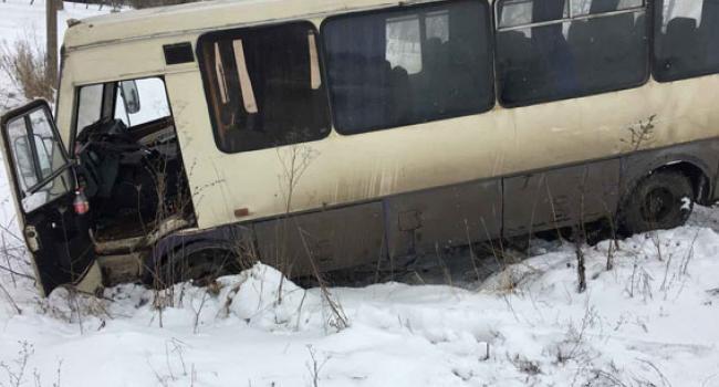 Пассажирский автобус ехал в Кременчуг и слетел в кювет: есть пострадавшие