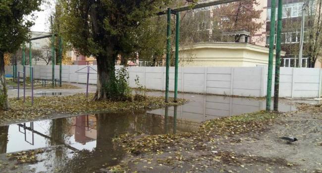 Во дворах по улице Победы наведут порядок на мусорках