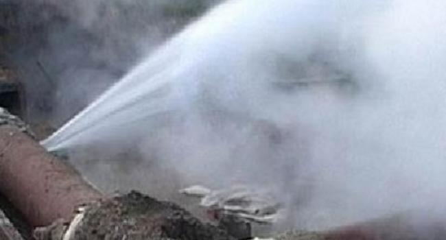 В Кременчуге прорвало большую трубу, которая снабжает водой два завода - ЛиШ и КВСЗ