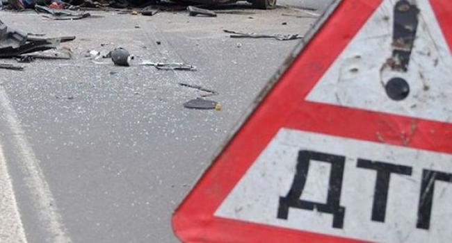 Під Кременчуком перекинулася вантажівка, що везла дрова