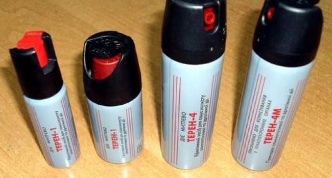 Кременчуцька поліція вилучила у відвідувачів сесії  міськради чотири балончики із сльозогінним газом