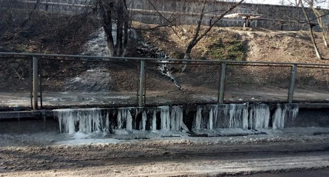 """Під залізничним мостом у Кременчуці утворився крижаний """"потоп"""""""