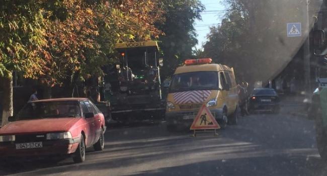 В улице Победы наносят разметку, а на перекрестке улиц Горького и Софиевская – идут дорожные работы