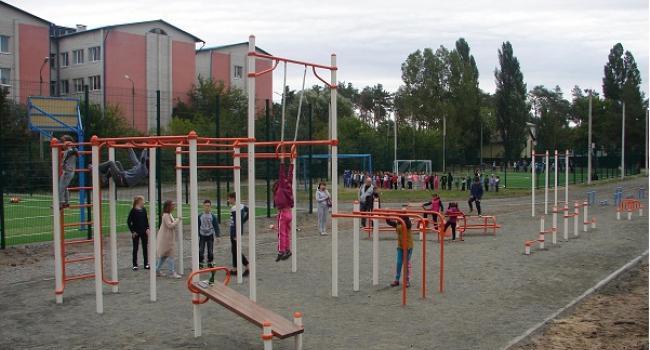 Кременчуцькі депутати хочуть зобов'язати мера Малецького встановити в кожній школі спортивний майданчик