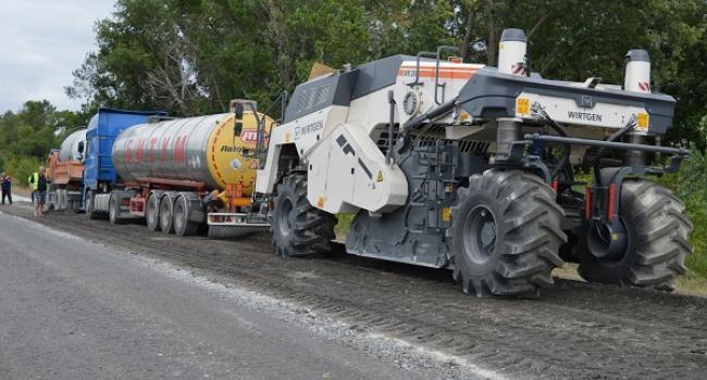 Дорогу Полтава-Кременчук ремонтують одночасно на декількох ділянках
