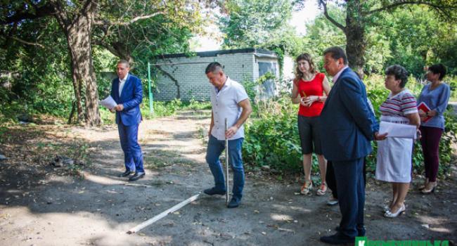 Конфлікт у центрі Кременчука між мешканцями та забудовником: мер зі своїми заступниками особисто залагоджував ситуацію