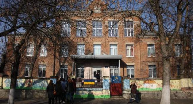 1,5 мільйонибюджетних гривень, виділених на ремонт школи, досі заморожені.