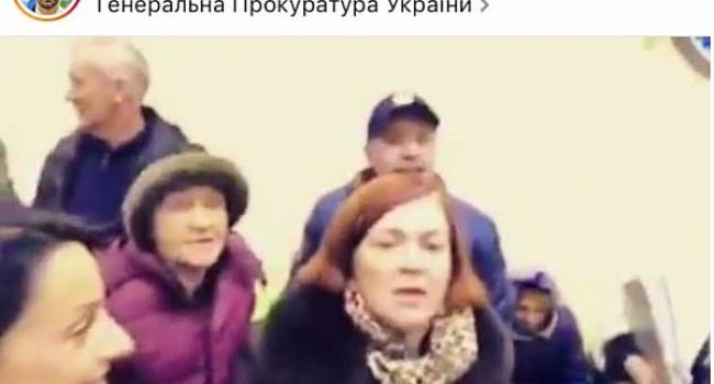 Скандальная кременчужанка Атамась приехала на прием к Генпрокурору Луценко, но не попала к нему. Зато поорать успела