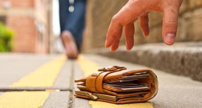 Шукаєте загублений гаманець з документами?  Не потрапте на гачок шахраїв