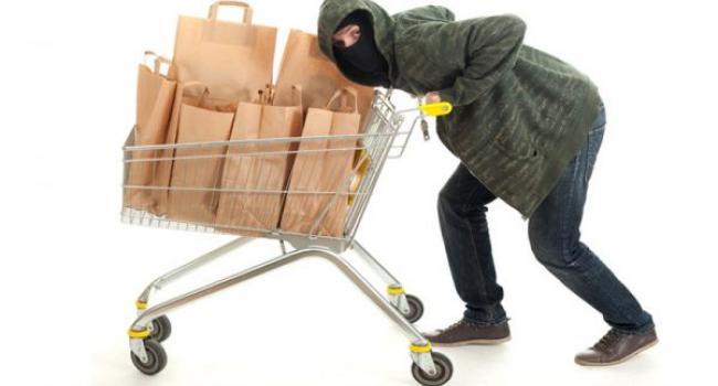Як Автозаводський суд покарав чоловіка за крадіжку ковбаси, рому, шоколадних батончиків та локшини