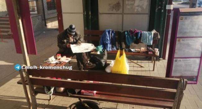 У Кременчуці безхатько поселився прямо на зупинці громадського транспорту