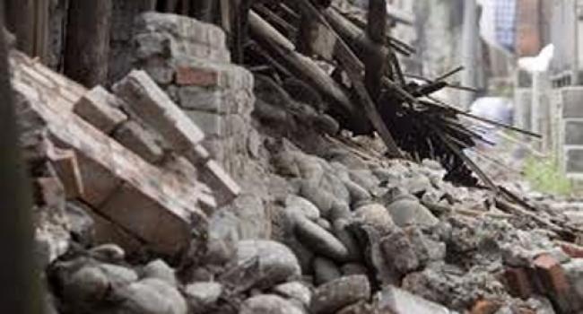 15-річного підлітка привалила стіна занедбаної ферми: стан тяжкий