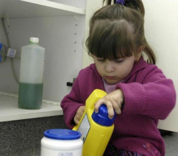 В Кременчуге малышка выпила средство для стирки