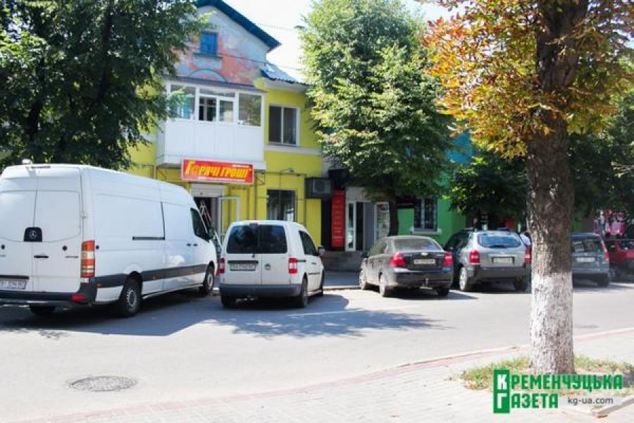 Горисполком составил протокол на собственников разноцветного дома