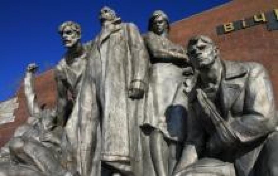 К 9 Мая должны закончить ремонт стелы мемориала «Вечно живым»