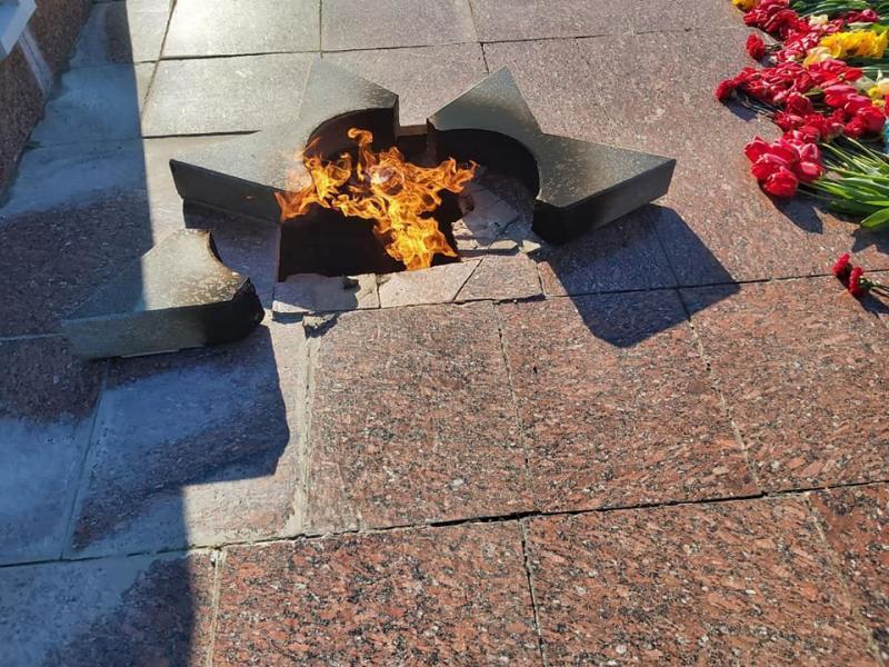 У День Перемоги 22-річна дівчина розбила зірку Вічного вогню