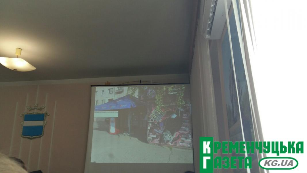 Центр Кременчуга обрастает мусором