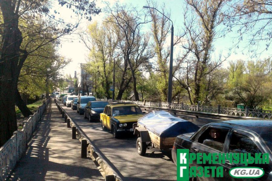 На Крюковском мосту – затор и тянучка